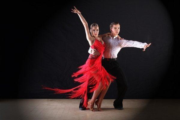 أكثر 8 رقصات مشهورة في العالم