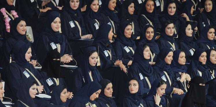 حفل تخرج جماعي يثير جدلا بالسعودية