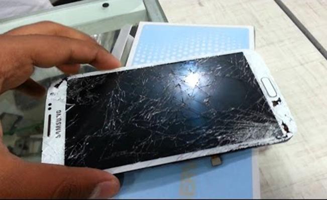 طريقة إصلاح شاشة هاتفك المكسورة بنفسك من المنزل دون الحاجة لمركز الصيانة