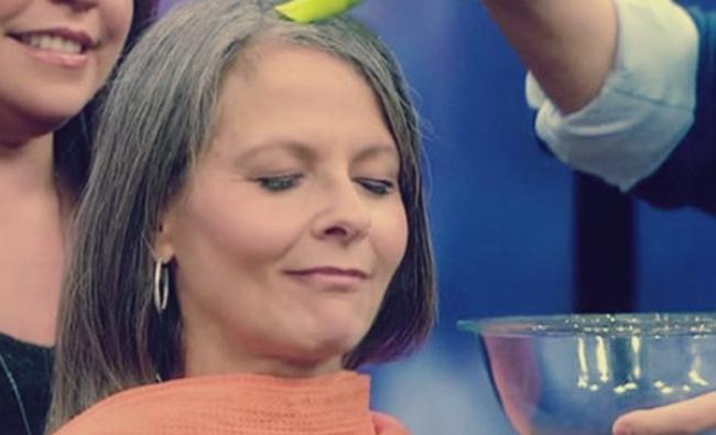 بالفيديو: طريقة رائعة للتخلص من الشعر الأبيض دون صبغة: السر في البطاطس