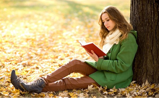 تعرف على 8 طرق تجعلك تقرأ أكثر مهما كنت منشغلًا