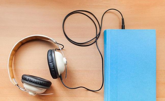 أفضل 8 مواقع للاستماع للكتب الصوتية