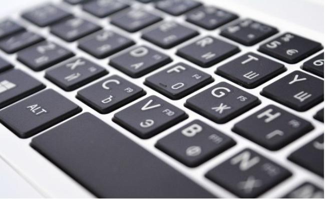 بطريقة علمية.. تعلّم كيفية الكتابة على لوحة المفاتيح كالمحترفين