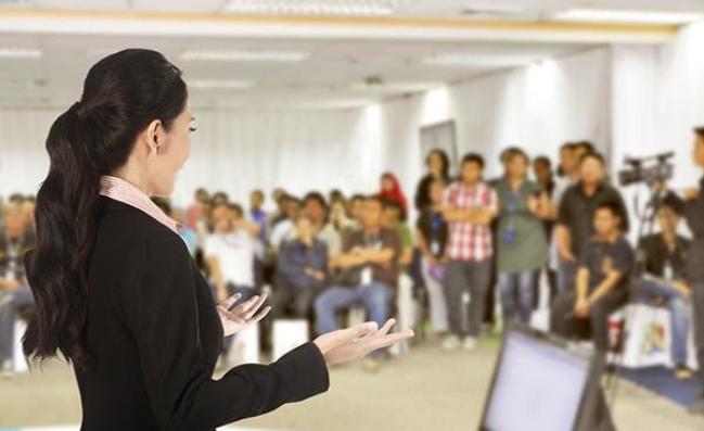 هل تخشى الحديث أمام جمهور كبير؟ .. إليك 11 نصيحة من خبراء مؤتمرات TED (مترجم)