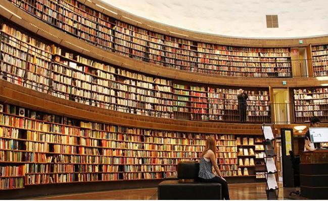 قائمة بأفضل المواقع المتخصصة في نشر الكتب الإلكترونية على الإنترنت