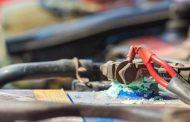 6 خطوات سهلة تساعدك في تنظيف بطارية سيارتك وإعادتها جديدة