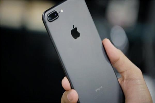 ميزة جديدة في هاتف أيفون تطيل عمر البطارية
